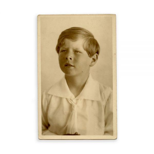 Principele Mihai la vârsta de cinci ani, fotografie tip carte poștală
