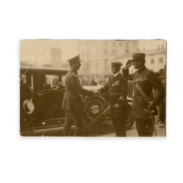 Regele Carol al II-lea întâmpinat de generali, fotografie de epocă, atelier Foto Royal