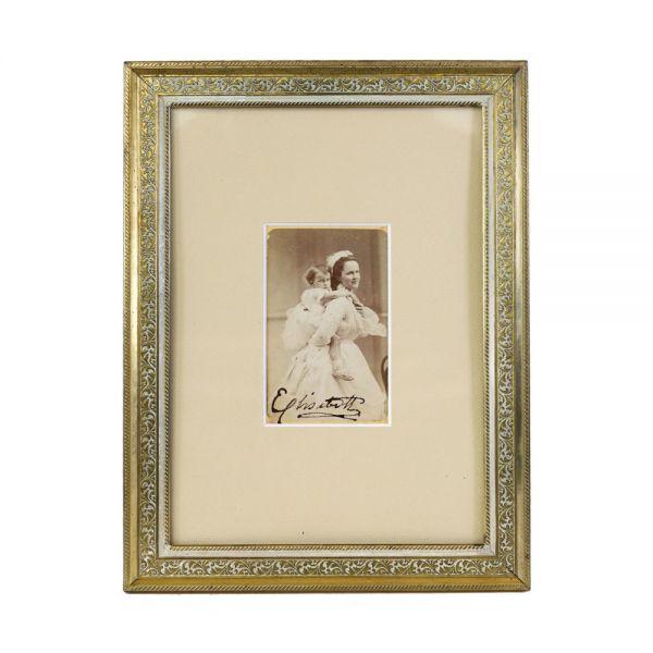 Regina Elisabeta împreună cu Prințesa Mărioara, fotografie de epocă, semnată olograf