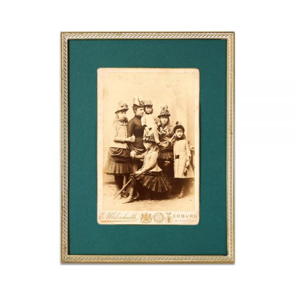 Principesa Maria de Edinburgh alături de familia sa, fotografie de cabinet - Piesă rară