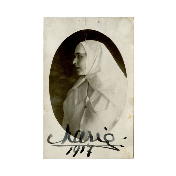 Regina Maria a României, fotografie tip carte poștală semnată olograf, 1917