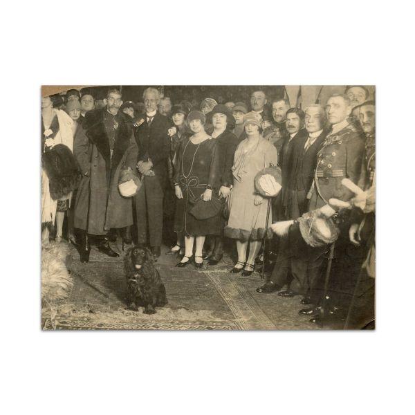 Regele Ferdinand I și Regina Maria, două fotografii de grup, 1923