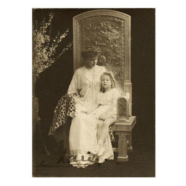 Principesa Maria alături de Principesa Mignon, cu semnătură olografă, atelier Mandy, cca. 1904