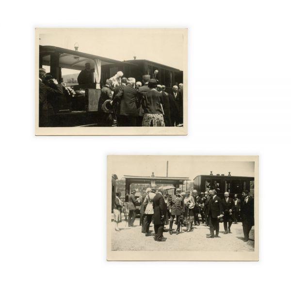 Familia Regală a României în timpul unei călătorii cu trenul, două fotografii