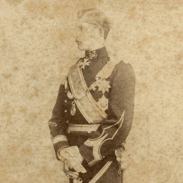Principele moștenitor Ferdinand, în uniformă de infanterie, fotografie de cabinet, cca. 1890