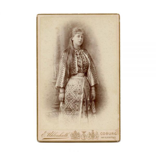 Principesa Maria în port popular, fotografie de cabinet, atelier E. Uhlenhuth