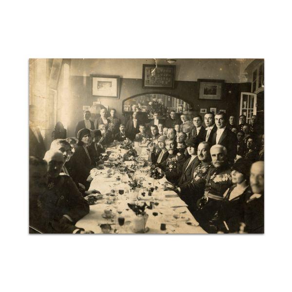 Familia Regală în timpul unui dineu, fotografie de epocă, 1923